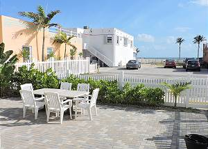 BEACH HOUSE 4/2 FOR 16 OCEAN VIEW BEACH AND BOARDWALK DWNSTRS