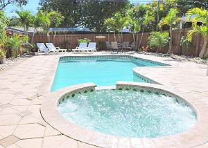 Sunset House 3/2 Heated Pool & Jacuzzi for 8 Guests