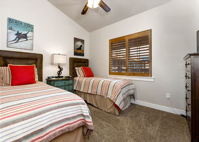 Twin Bedroom - TWO Twin Beds