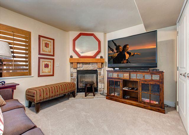 Lower Level Den/Bedroom with Sleeper Sofa, En Suite Bathroom, TV and Gas Fireplace