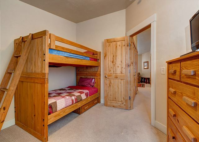 Upstairs Bunk Room (Twin-over-Twin) - TV