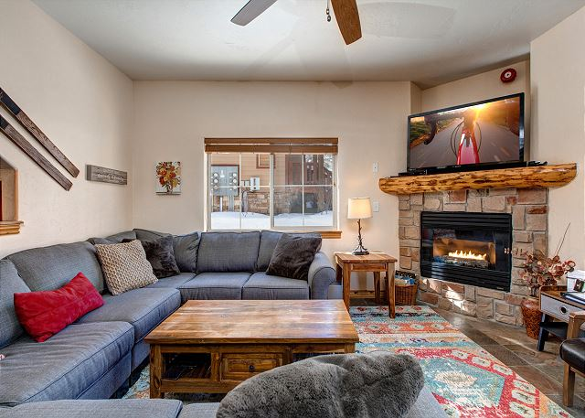 Main living room with Plenty of Seating, TV and Gas Fireplace