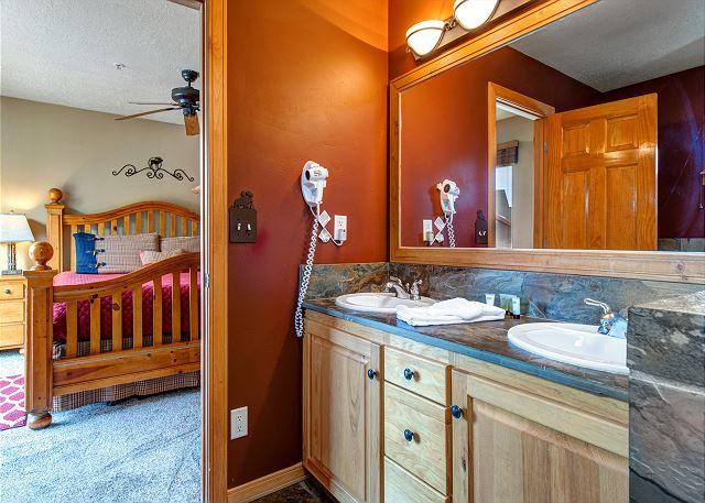 Upstairs Master En Suite Bathroom
