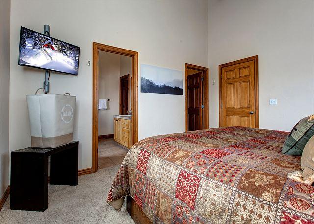 Master Bedroom with King Bed, TV and En Suite Bathroom