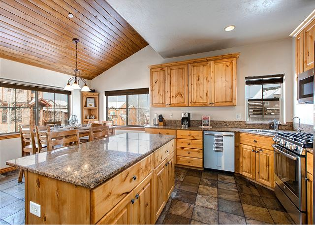Fully Equipped Kitchen/Dining with NEW Stainless Appliances and Granite Counter Tops