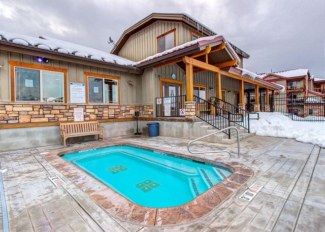 Bear Hollow Clubhouse Hot Tub (open all year)
