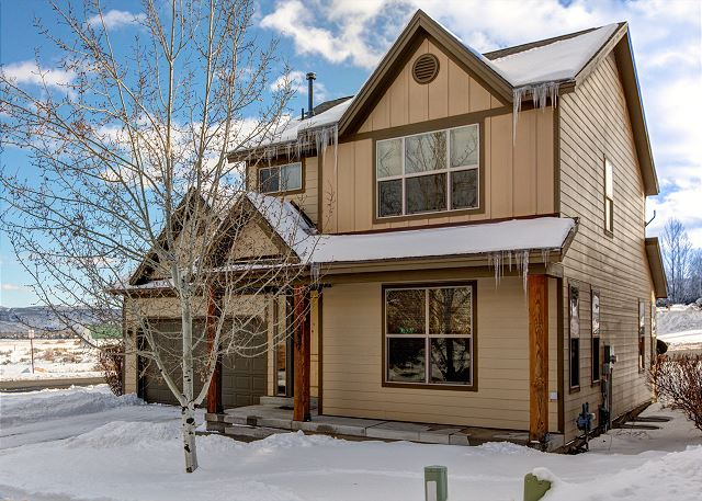 Bear Hollow Single Family Home on Corner Lot for Easy Access and Amazing Views!