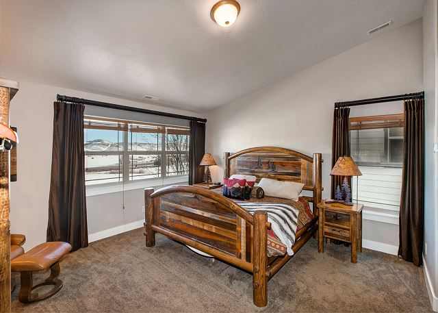 Upstairs Master Bedroom with King Bed, Large Windows, Views, TV, Twin Sofa/Bed and En Suite Bathroom