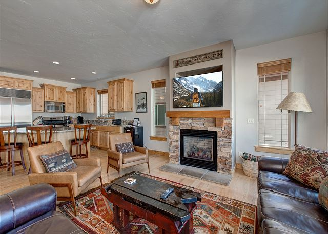 Large Living/Kitchen/Dining Area with Gas Fireplace, TV, Deck, BBQ and Views!