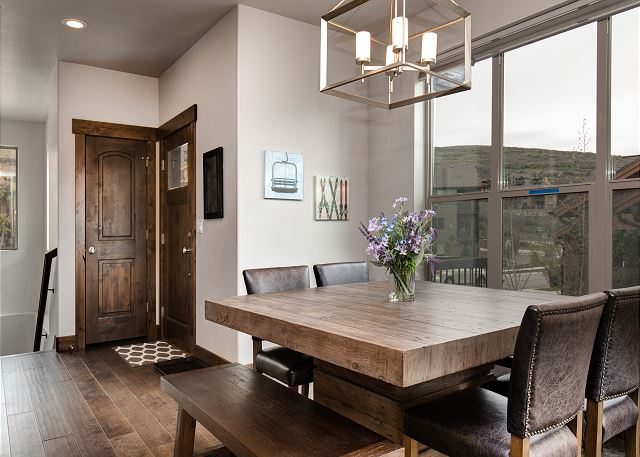 Dining area - Bright with views