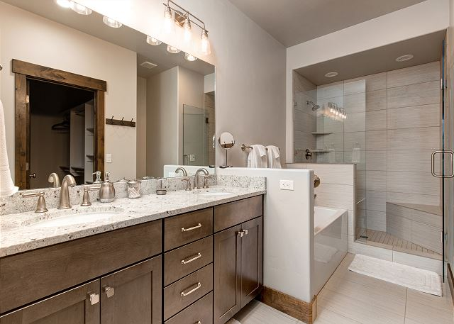 Main level King en suite bathroom with separate tub and shower