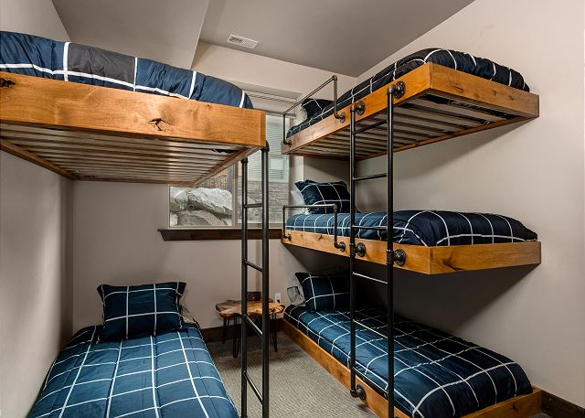 Sturdy bunk beds! 5 twin size