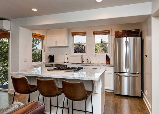 Fully-Equipped Kitchen with stainless steel appliances and quartz counter tops