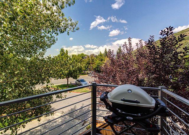 Balcony w/BBQ - Summer View