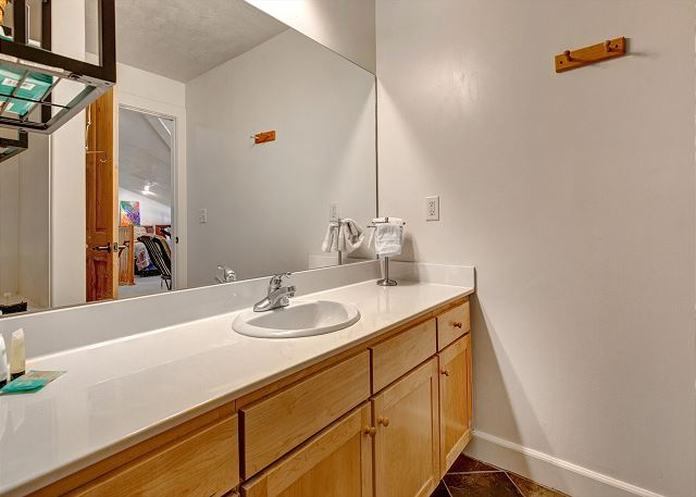 Upstairs Shared Full Bathroom