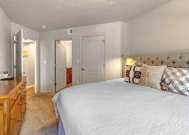 Master bedroom - King bed, en suite bathroom and TV
