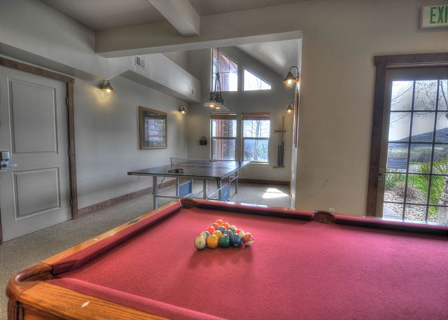 Fox Bay Clubhouse Pool Table and Ping Pong Table