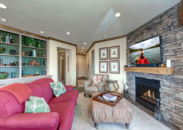 Beautiful Living Room - gas fireplace, plenty of seating, amazin