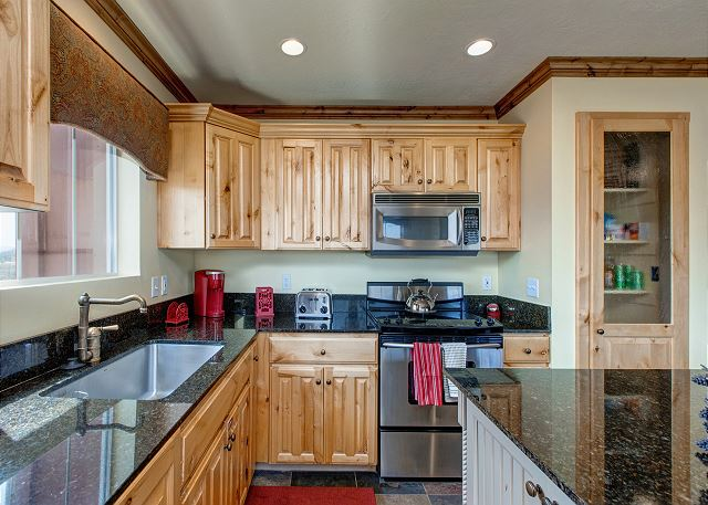 Fully-Equipped Kitchen - granite countertops, stainless steel ap