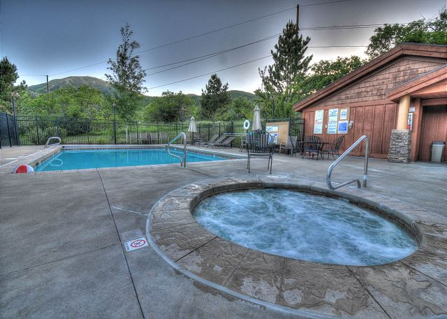 Clubhouse Hot Tub (open all year)