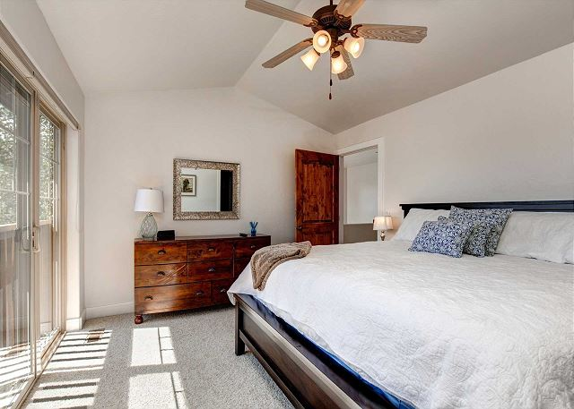Master Bedroom -King Bed w/TV and En Suite Bathroom - Wake up to Gorgeous Mountain Views.