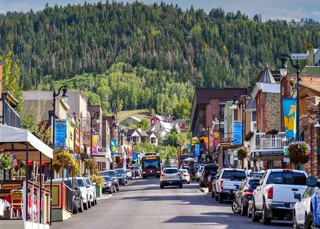 Down on Main Street in the Summertime - Boutique shopping, delicious dining and fun night life!