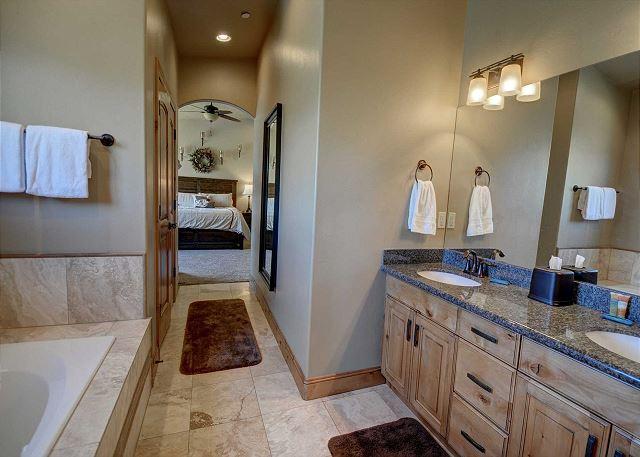 En Suite Master Bathroom - Jetted tub, separate shower