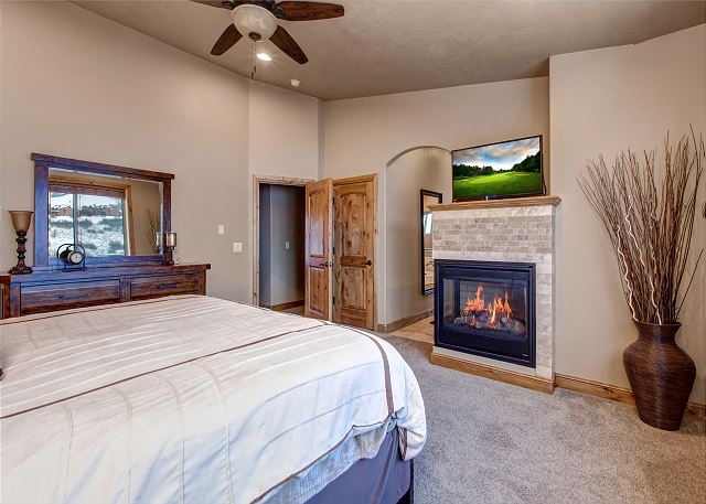 Master Suite - King-sized bed, HD TV, private fireplace, ceiling fan, en suite bathroom, amazing views