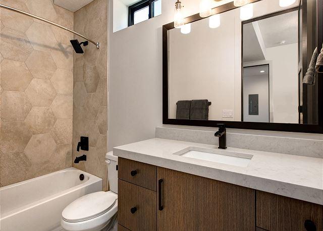 Lower Level Bedroom's En Suite Bathroom