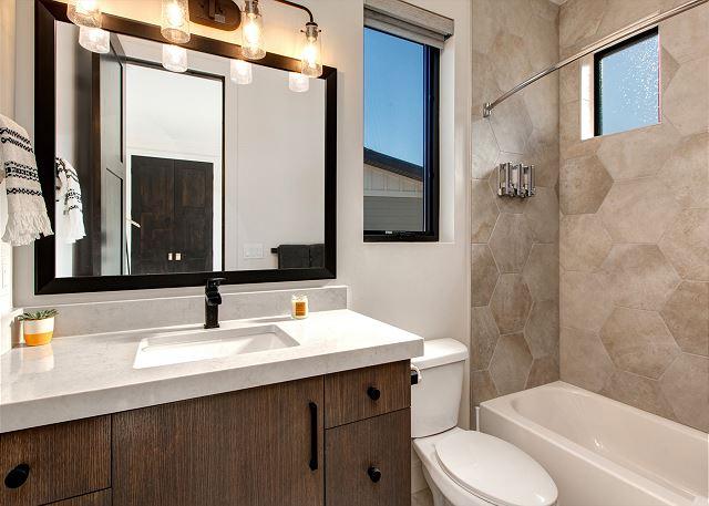 Main Level 2nd Bedroom's En Suite Bathroom