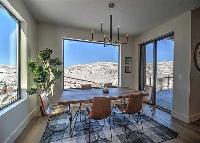 Dining Area with AMAZING Views!
