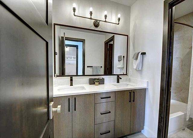 Lower Level Shared Bathroom - Tub/Shower Combo