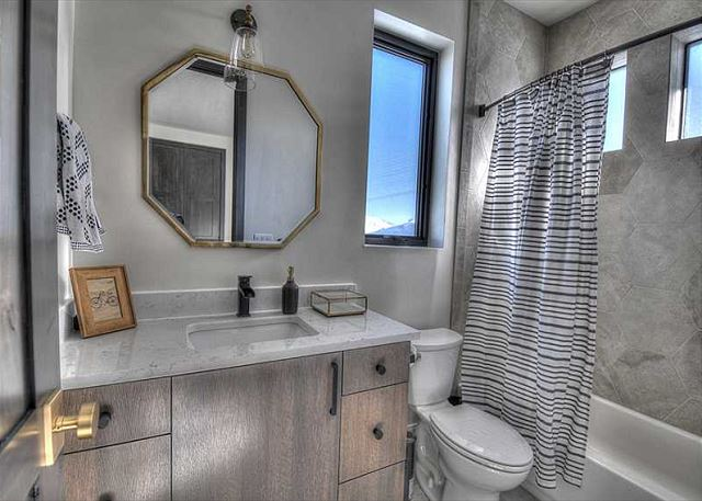 Main Level Queen En Suite Bathroom