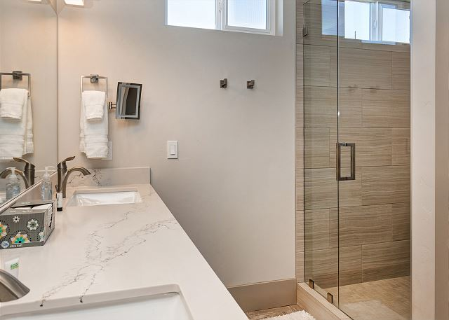 Main Level King Master Bathroom