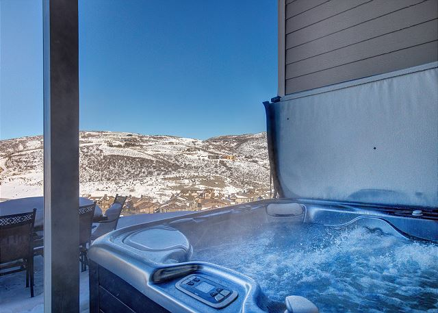 Private Salt Water Hot Tub - Gorgeous Mountain Views from the Hot Tub