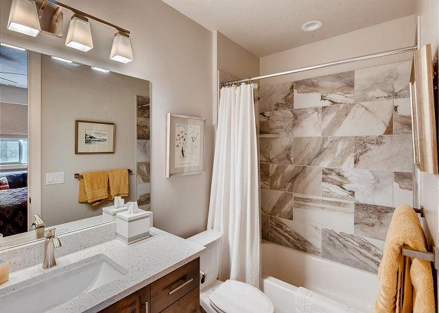 Lower Level King En Suite Bathroom