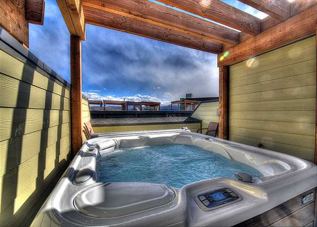 Roof Top Hot Tub - Soak Away the Day with VIEWS!
