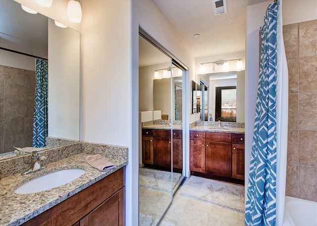 King Master 2's En Suite Bathroom