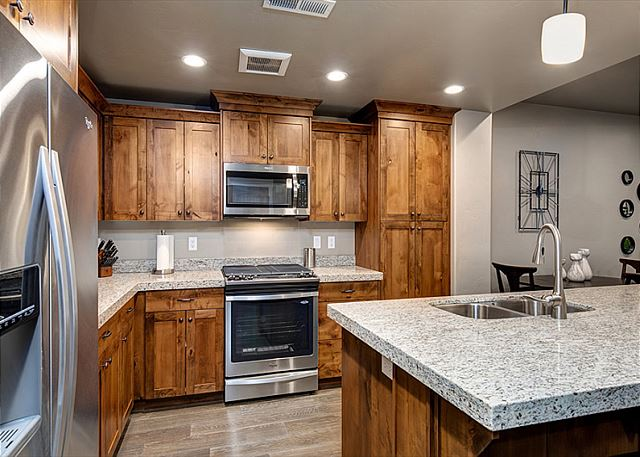 Kitchen - Great Space for Cooking and Dining!