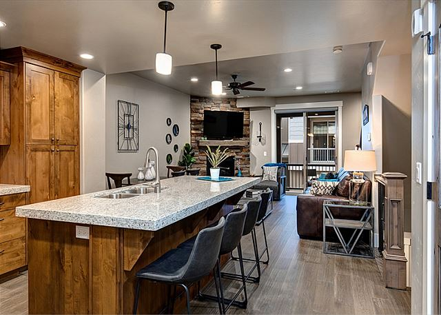 Fully Equipped Kitchen - Seating for 4 at the Bar and 4 at the Table