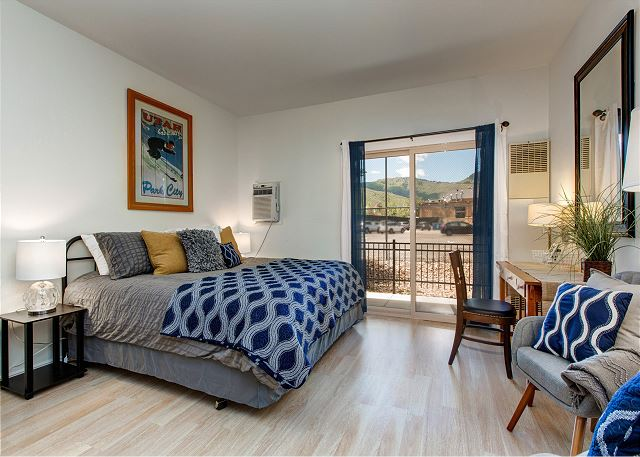 Spacious Studio with KING Bed, Queen Air Bed, Desk, HD TV, Kitchen (full fridge & dishwasher) and Patio