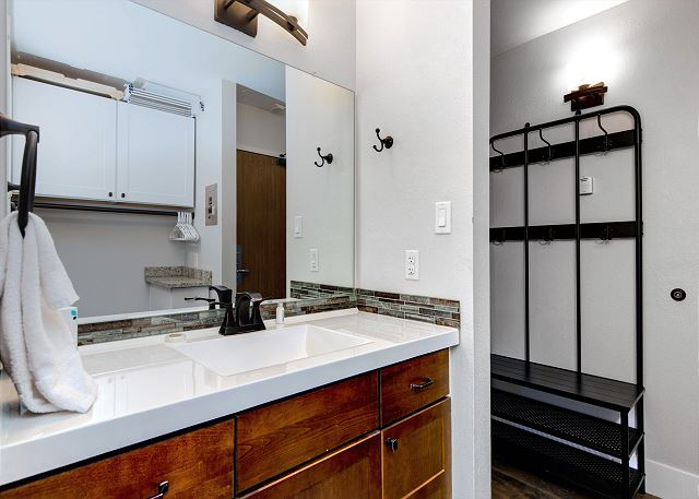 Remodeled, Spacious Studio with King Bed, Twin Air Bed, Large TV, Electric Fireplace, Full Kitchen and Full Bathroom