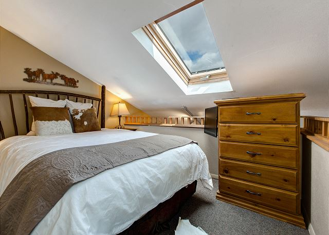 Loft Bedroom with Queen Bed, TV and Skylight