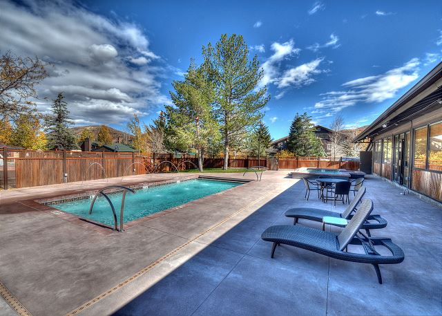 Brand-New Beautiful Pool - Open Summer Only