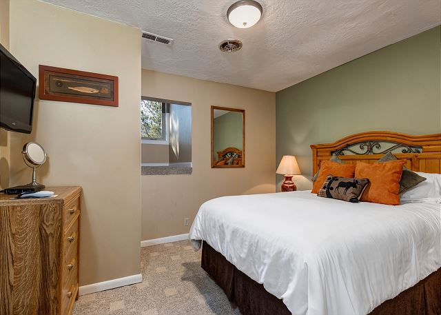 2nd Bedroom with Queen Bed and TV