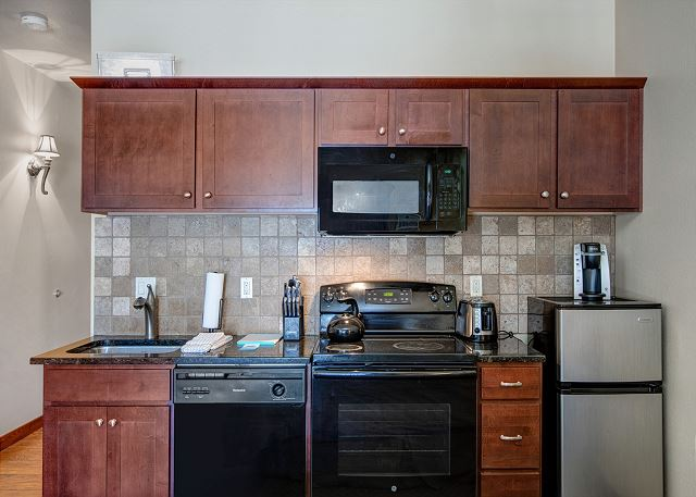 Fully Equipped Kitchen with Stove, Dishwasher, Microwave and Fridge