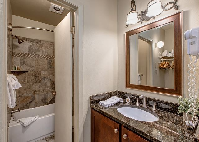Full Bathroom with Tub/Shower Combo