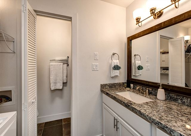 Full Bathroom with Separate Toilet/Shower Room - Granite Counter tops!