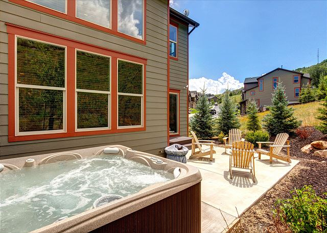 Private Hot Tub - Soak away the day!