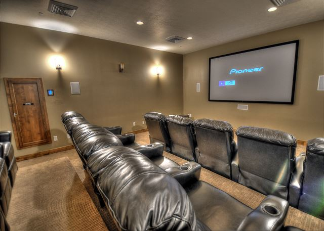 Clubhouse Theater Room w/DIRECTV and DVD Player